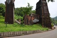 崩壊した龍騰斷橋の一部140825