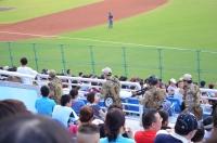 球場内を武装した兵隊が歩いてる140830