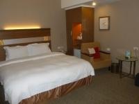 礁溪華閣溫泉飯店のベッド側140615