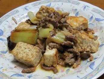 太いネギと豆腐料理