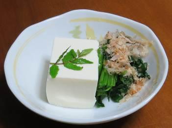 豆腐とお浸しと山椒の葉