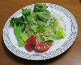 赤タマネギ入り野菜サラダ