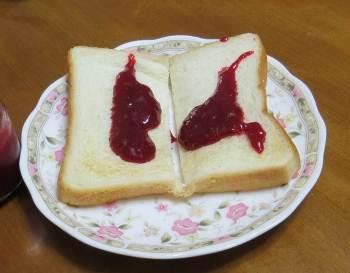 苗代いちごジャムとパン