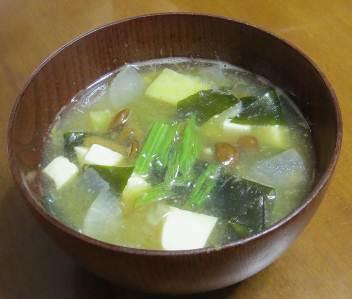 野菜の多い味噌汁