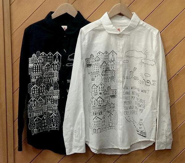 merlot フレンド柄コットンシャツブラウス ¥3000+税
