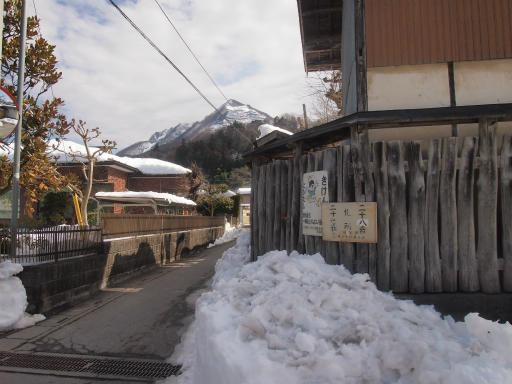 20140222・雪秩父空10・影森バス停から武甲