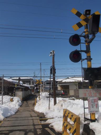 20140222・雪秩父空09・影森踏切(通行止め側)