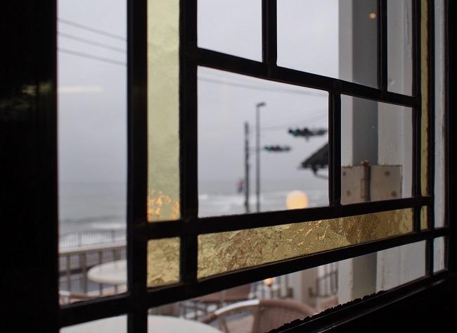レストランの窓より