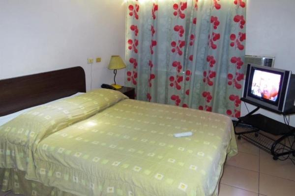 セブシティ Cebu 安宿 La Guardia Hotel