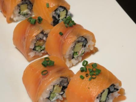サーモンの太巻き寿司