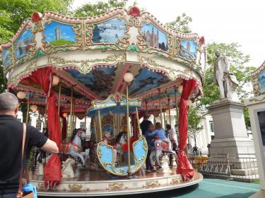 1705merry-go-round