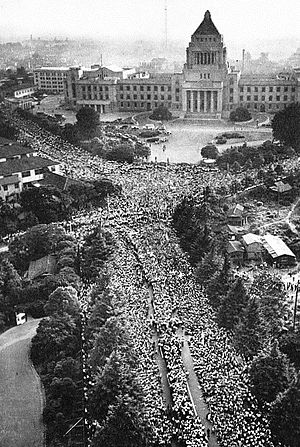 s300px-1960_Protests_against_the_United_States-Japan_Security_Treaty_07.jpg