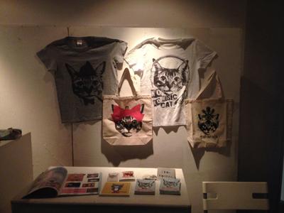 Nobigao 猫Tシャツ