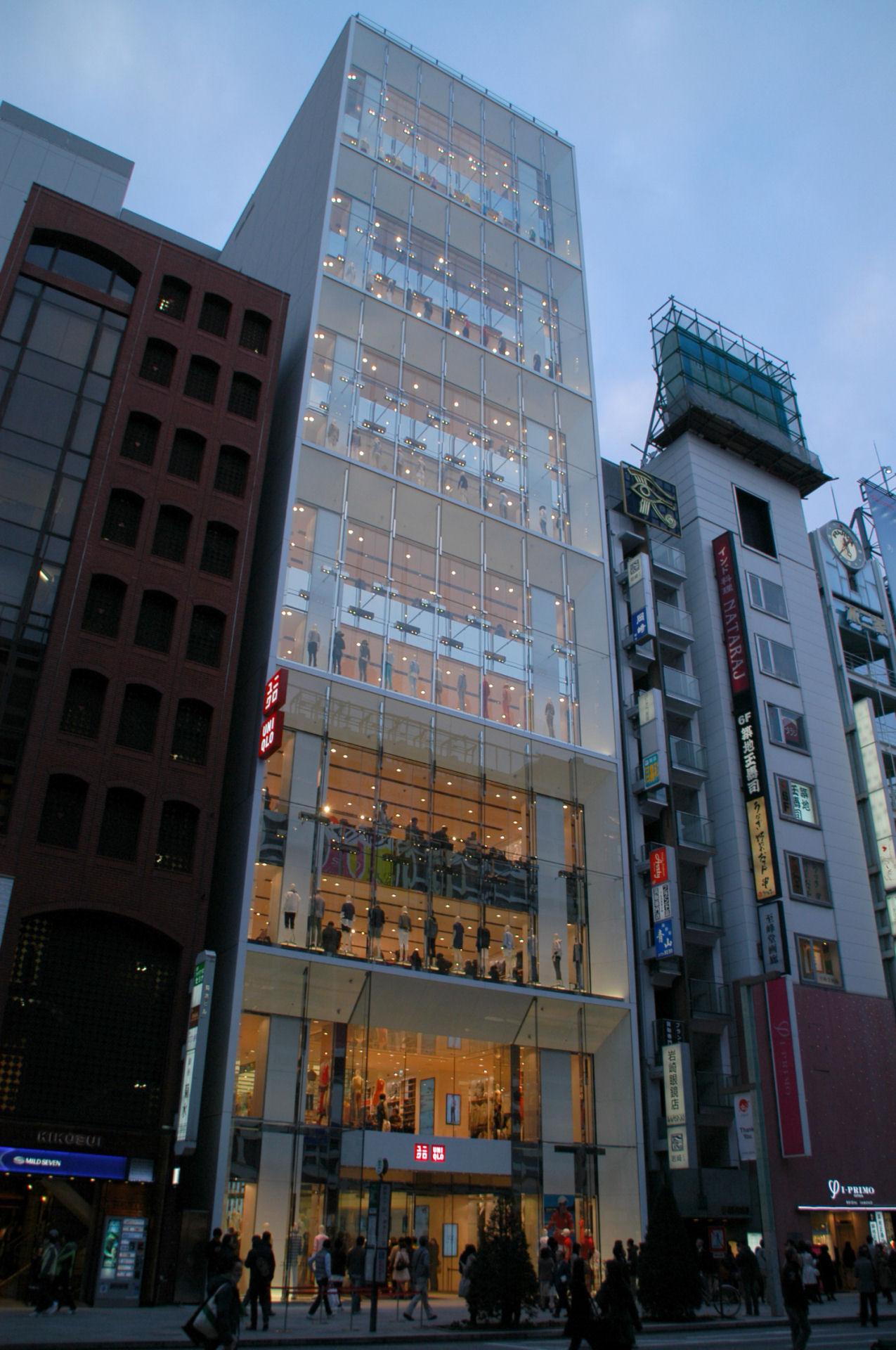 ユニクロ銀座店 - 都市の風景 Building and Subculture In Tokyo