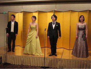 Time to say goodbyeを歌う五十嵐正一と林志乃と関田智也と阿部妙子