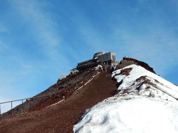 剣ヶ峰山頂へ