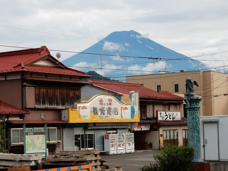 三つ峠駅より富士山