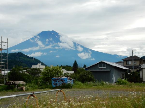 三つ峠駅付近から富士山1