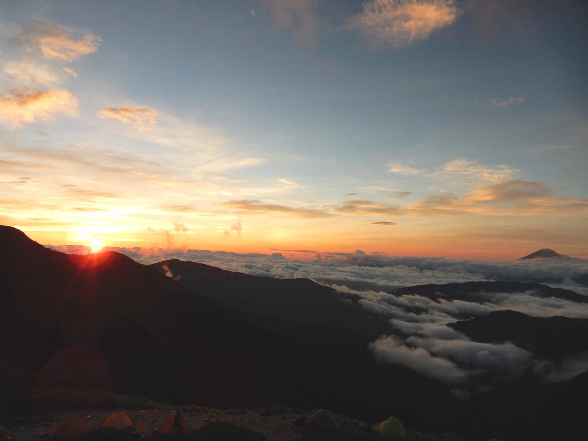 北岳山荘の夜明け