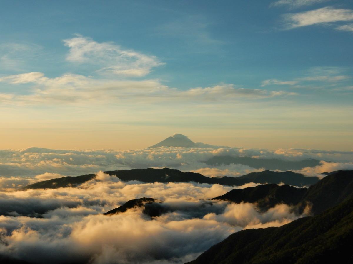 北岳山荘より富士山