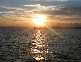 日の入り(船上)