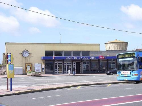 800px-Calais_station_convert_20140408191850.jpg