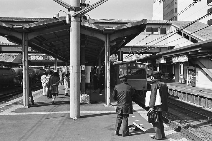 198602八王子駅_中央線201系