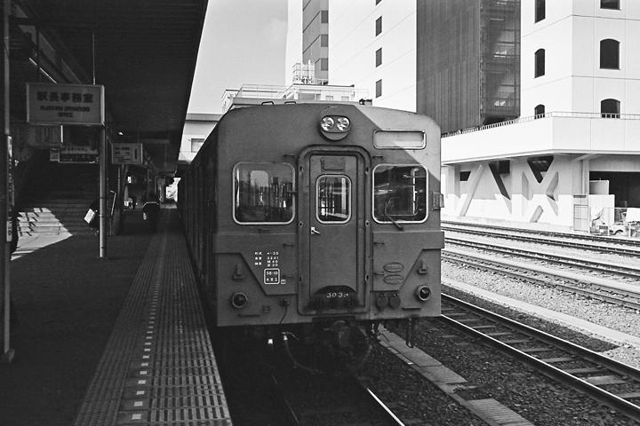 198602八王子駅_八高線キハ30