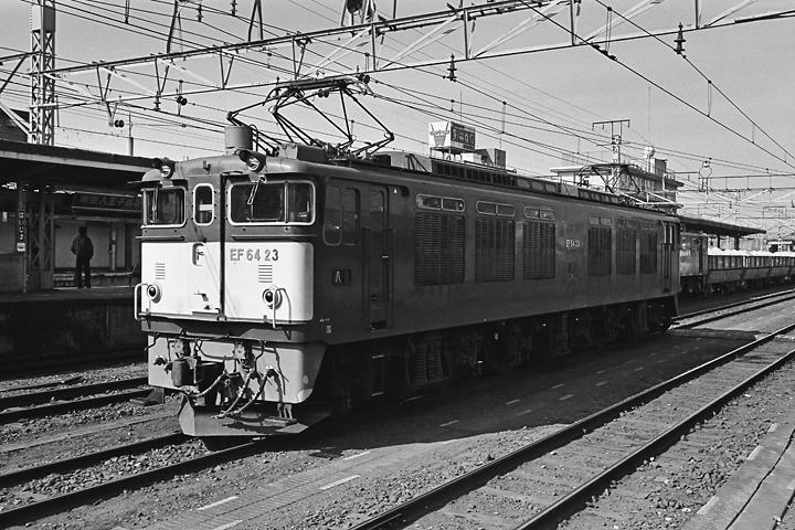 198602拝島駅_EF64