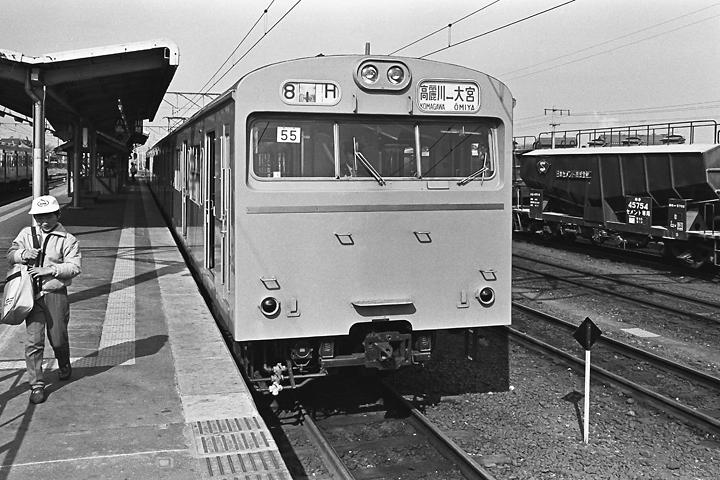 198602高麗川駅_川越線103系-01