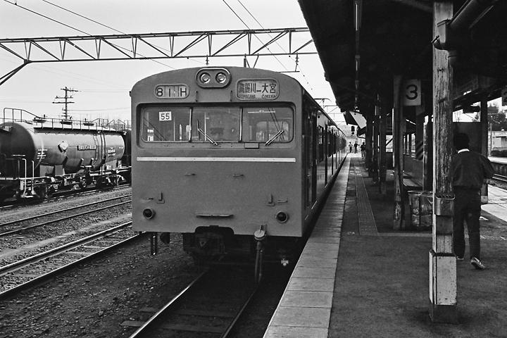 198602高麗川駅_川越線103系-02