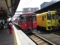 わーい、黄色と赤の電車だーい