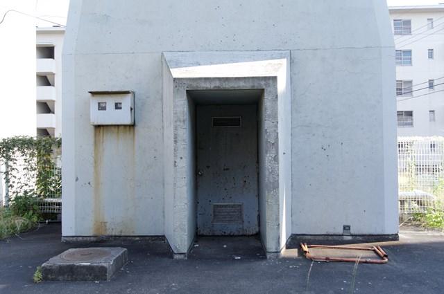八王子大和田郵政宿舎の給水塔出入り口