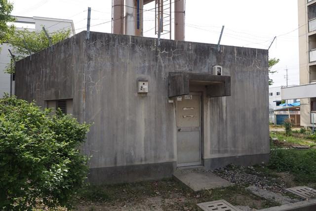 大阪市営長吉長原西第2住宅給水塔の基部