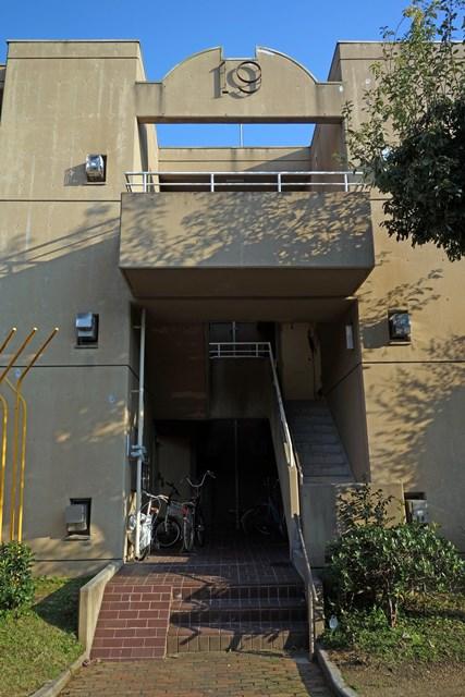 兵庫県営玉津今津鉄筋住宅の階段室