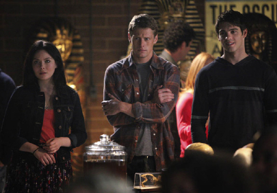 the-vampire-diaries-we-all-go-a-little-mad-sometimes-matt-jeremy-april.jpg