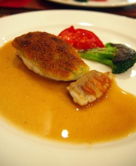 フランス食堂クネル 松川カレイの香りパン粉焼き ヴェルモットソース