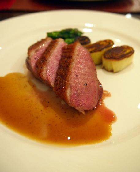 フランス食堂クネル フランス産仔鴨胸肉のステーキ