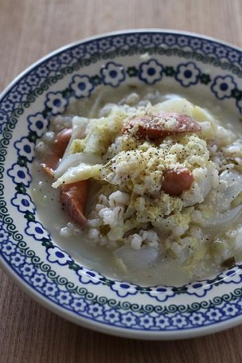 キャベツとソーセージと押し麦のスープ煮