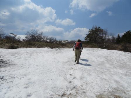 IMG_0474 雪上を歩く