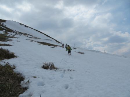 IMG_0493 雪上を下る