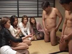 4人の痴女妻が夫のチンポを嘲り弄び射精を強要する「チンポ嬲りの会」