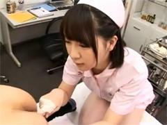 可愛いナースが四つん這いM男患者のアナルを穿って舐めてモーモー手コキ!