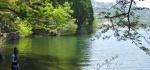 余呉湖と釣り人