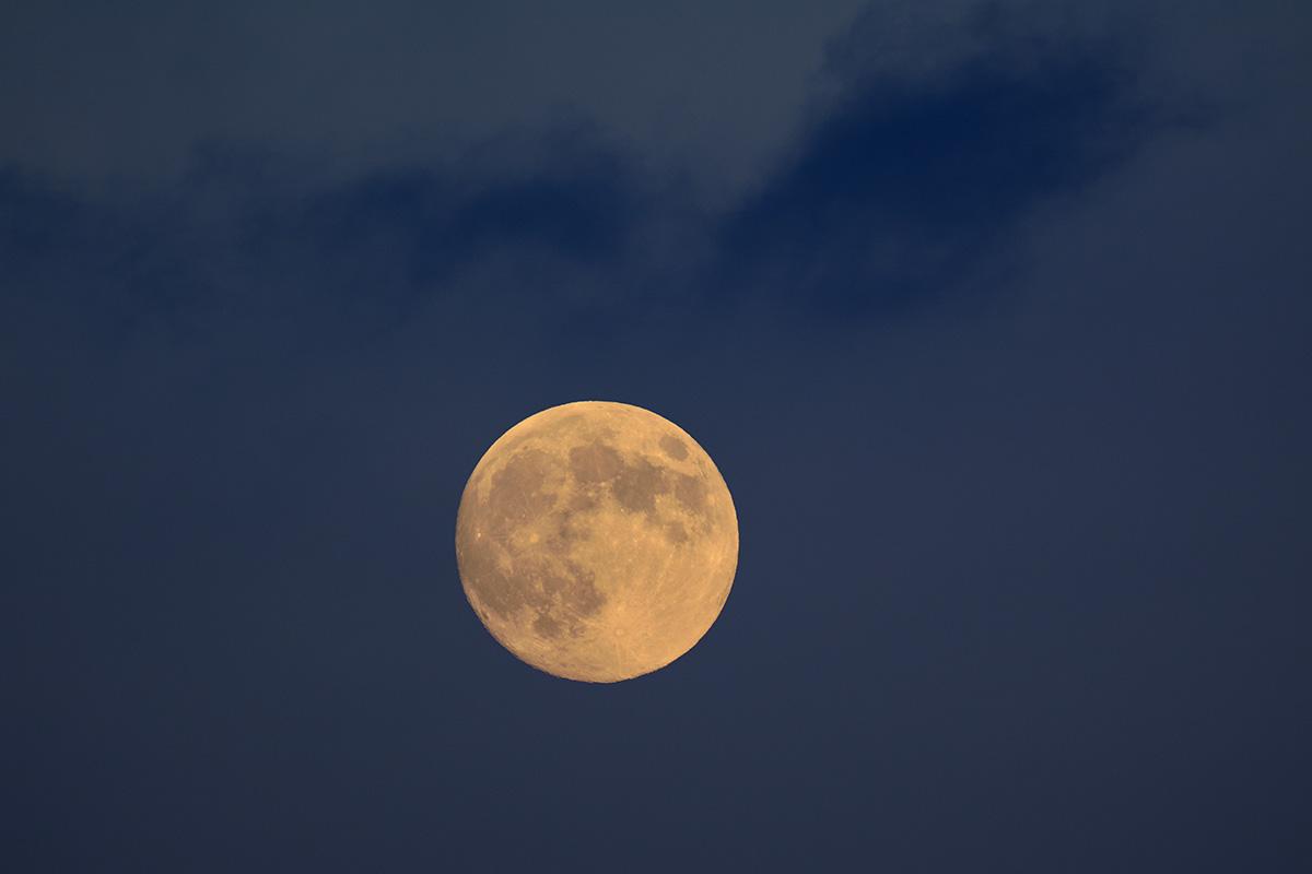 moon_140908_8848_8907_1200.jpg